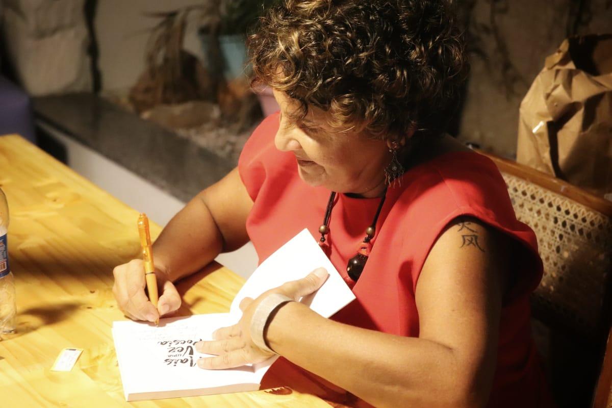 escritora amazonense Mais Uma Vez Poesia livro