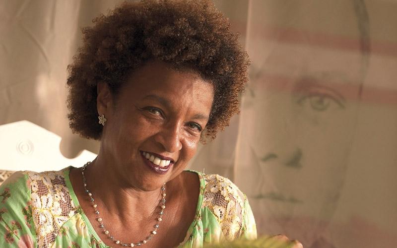 Elisa Lucinda poeta atriz
