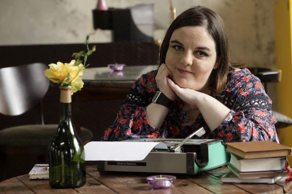 Projeto Órbita Literária trouxe a escritora Maya Falks