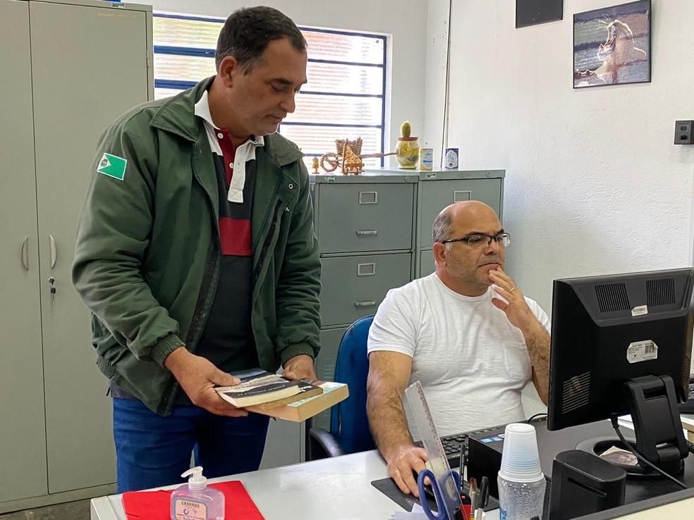 Delivery literário: livros são entregues em casa para moradores de Cabreúva