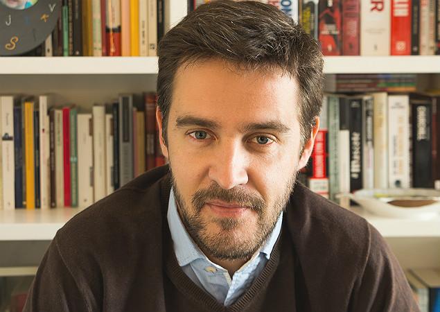 Poeta Jorge Reis-Sá reúne poemas de sua vida em antologia