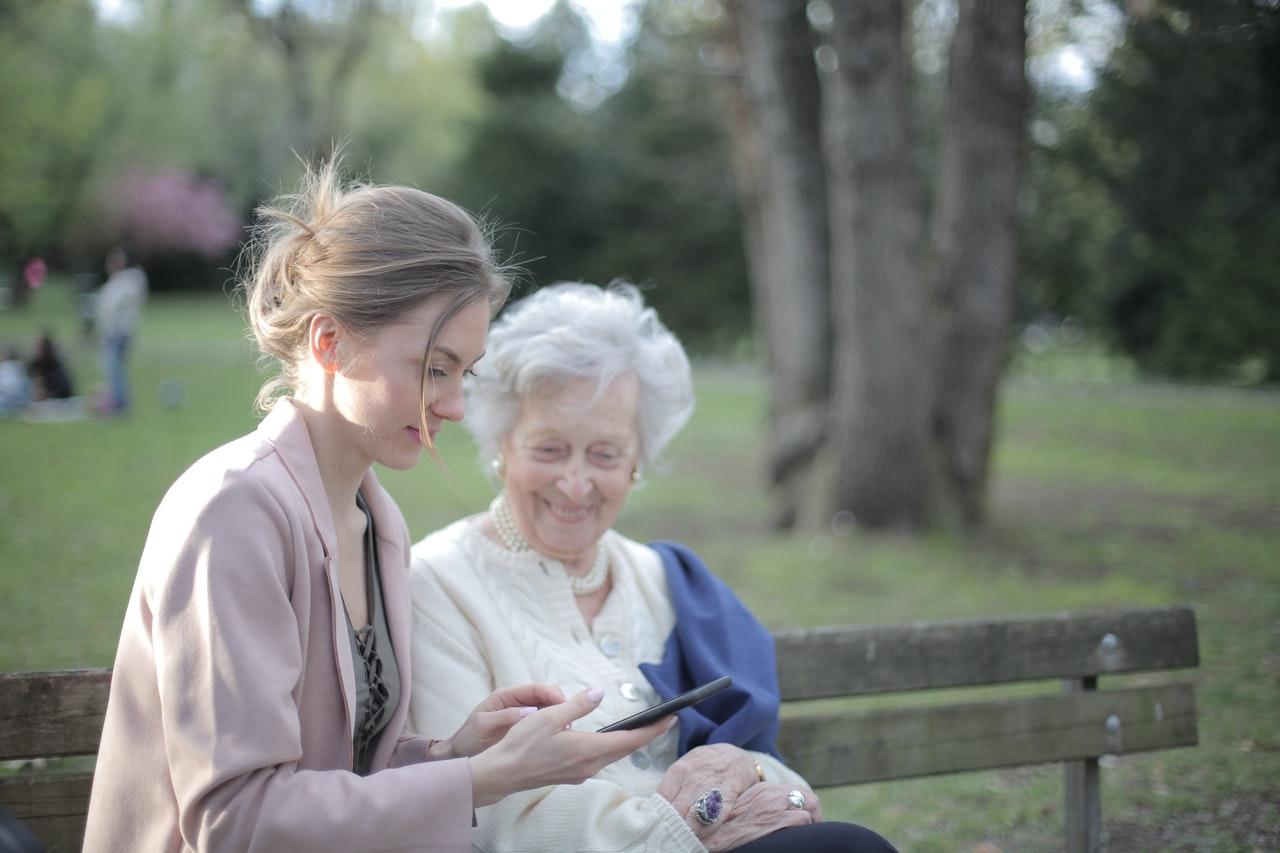 Companhia das Palavras - Projeto leva literatura para idosos em isolamento