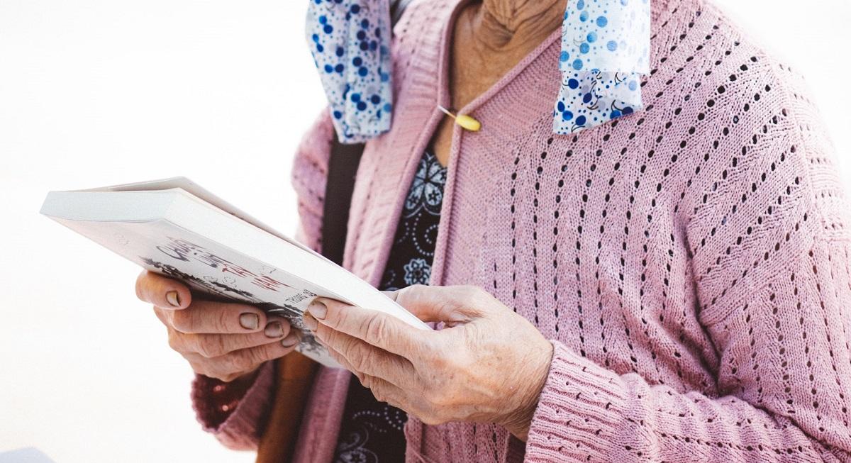Livro de poesia escrito por idosos durante a quarentena