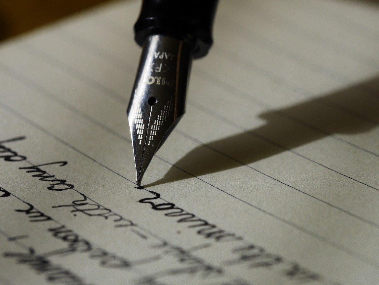 Ferramenta para escrever poesia ao estilo de poetas famosos