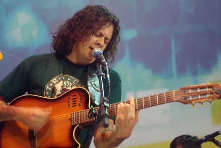 Isaac Cândido exalta a poesia em trabalho inédito após 15 anos