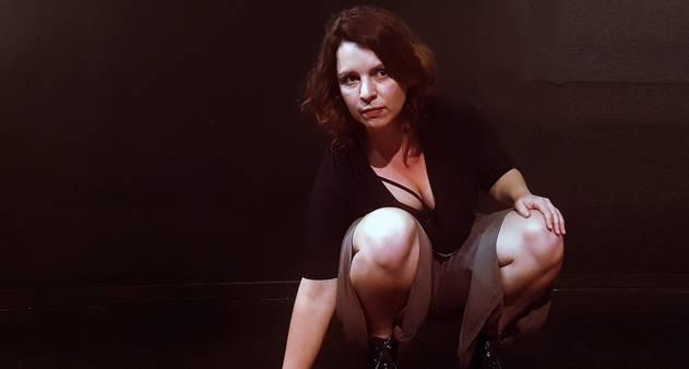 "Teatro, poesia e audiovisual no espetáculo virtual ""Ana C."""