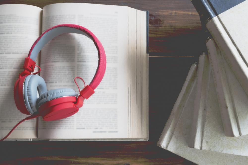 Acessibilidade e poesia: poeta lança livro com audiodescrição