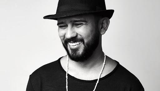 Poeta Bráulio Bessa segue internado com covid-19, mas apresentou melhora