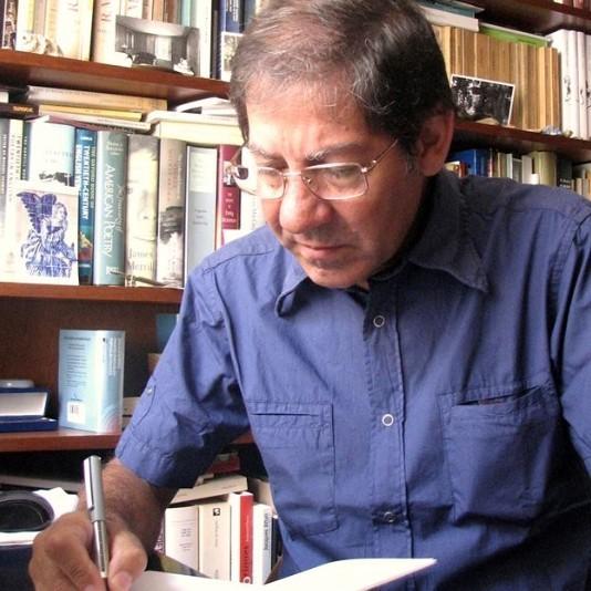 Poeta português Nuno Júdice recebe o Grande Prémio de Poesia APE