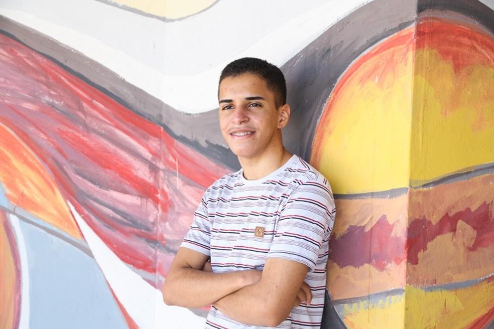 Adolescente do Maranhão participará do Festival de Poesia de Lisboa