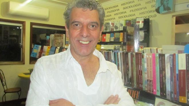 Poeta Emmanuel Marinho estreou projeto inspirado em livro ainda não publicado
