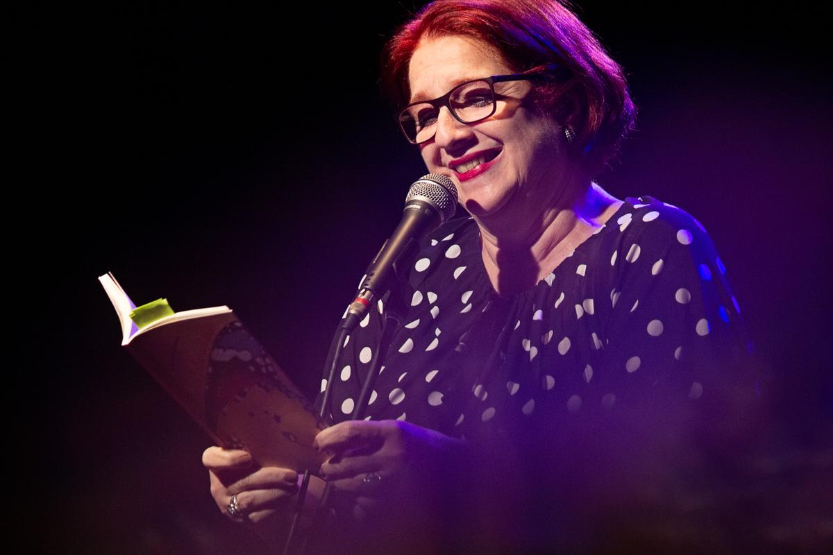"""""""Sobre o amor e outras traições"""" novo livro da poeta Carmen Moreno"""
